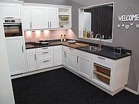 Landelijke sfeervolle keuken met Bosch app.